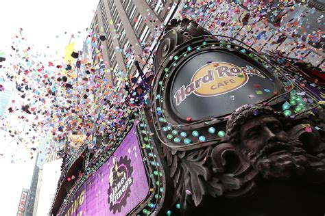 times square new years 2016 new year s 2016 in times square confetti test zimbio