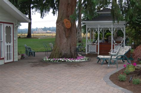 classic garden creations installs a pereable paver patio
