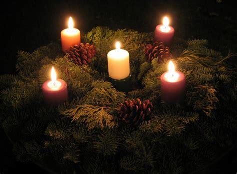 colori candele dell avvento il significato dell avvento i colori il calendario e la