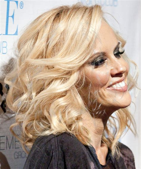 jenny mccarthys hair jenny mccarthy long wavy formal hairstyle light blonde