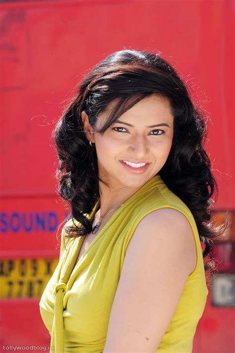prema dadayama main actress hot isha chawla new photos 01 telugu movie still pic photo