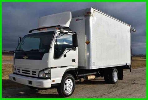 chevrolet w3500 14ft box truck w lift 2007 box