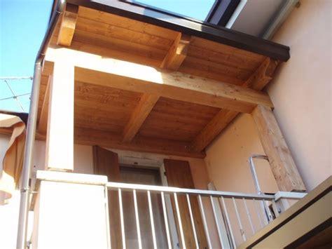 tettoia in legno per balcone tettoie per balconi pergole e tettoie da giardino come