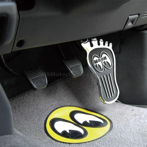 Moon Mooneyes Checker Sleeve White mooneyes foot pedal pad p1210914 ns motorsport