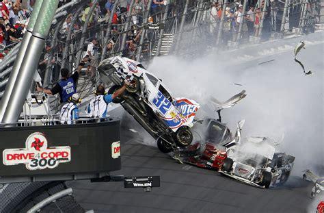 wallpaper engine crashing last lap crash at daytona appeared to injure fans as