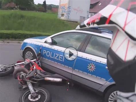 Motorrad Anf Nger Cup by Motorrad Crash Mit Polizei Vorfahrt Genommen Schmutzf 228 Nger