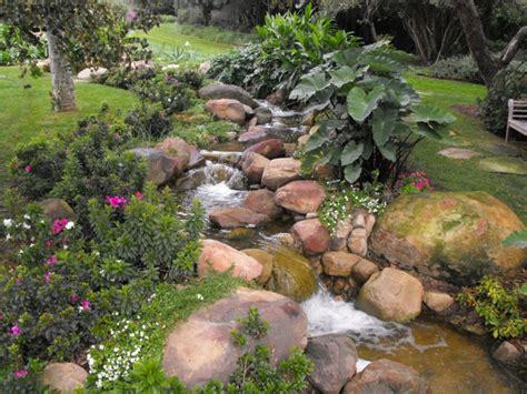 gartenecke bepflanzen 91 ideen f 252 r einen traumhaften wasserfall im garten