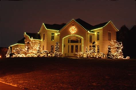 what white holiday outdoor lights are positively green