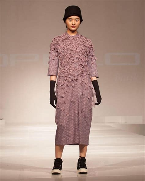 Rok Plisket Panjang Selutut Citra Nirwana 25 padu padan til stylish dengan kain indonesia