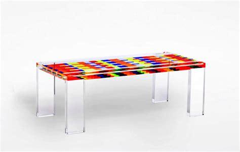 tavoli colorati mobiletti lavanderia