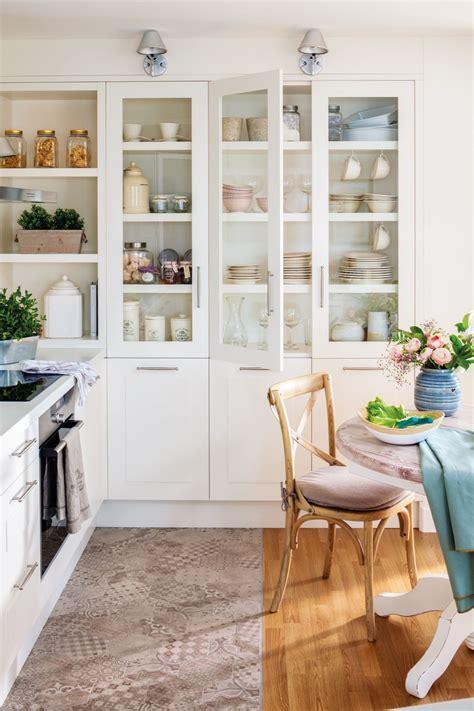 en la cocina en  orden en casa cocinas alacenas
