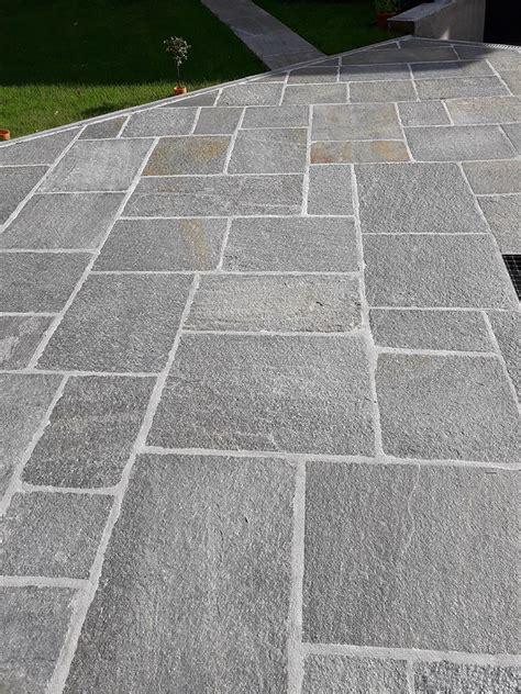 piastrelle per esterno prezzi pavimenti per esterni in pietra porfidi mosaici per