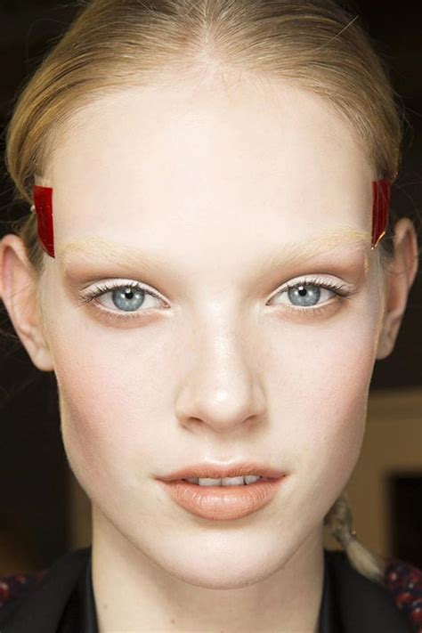 people with no eyelashes or eyebrows bleaching eyebrows the new beauty trend of fall