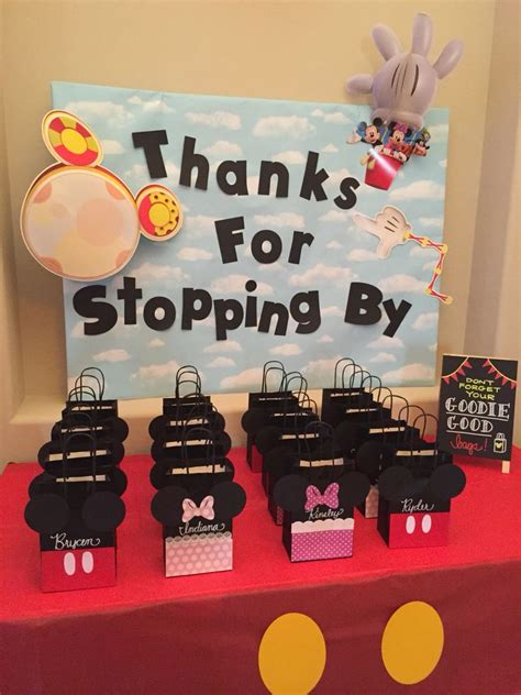 minnie mouse card table 25 best ideas about minnie mouse favors on