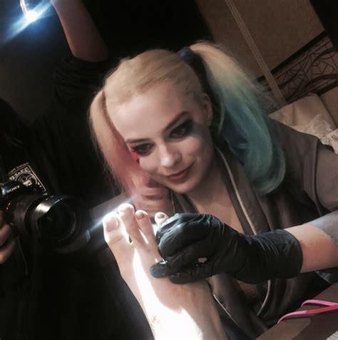 margot robbie gave cara delevingne emoji tattoos on her