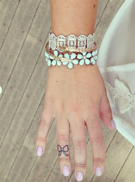 tattoo inspiration finger small bow hand finger tattoo 2k17 pinterest