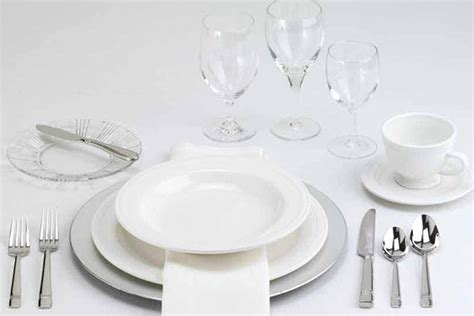 Setting A Formal Dining Table How To Set A Table Taste Of Home