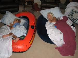 sleeping in the living room piwonka dot com