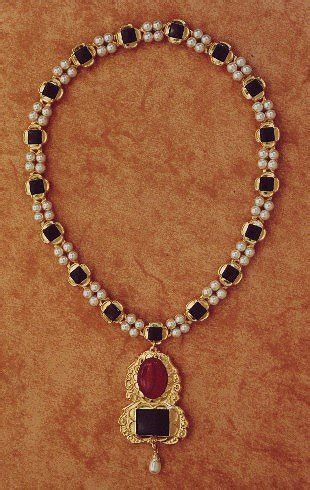 tudor style the pearl clusters no gowns to go with