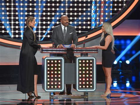 kim and khloe kardashian family feud kim kardashian and khlo 233 trade jabs on celebrity family