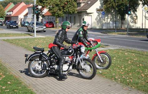 Motorrad Oldtimer Ab Wieviel Jahren by Motorrad Oldtimer Fahren In Berlin Als Geschenk Mydays