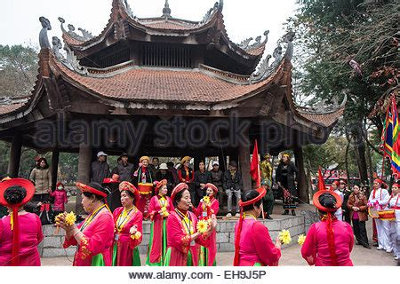 traditional communist songs and performance for new