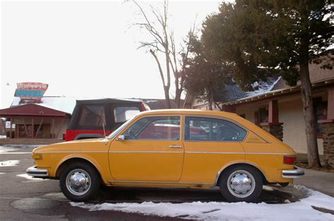 volkswagen hatchback 1970 old parked cars 1973 volkswagen 412