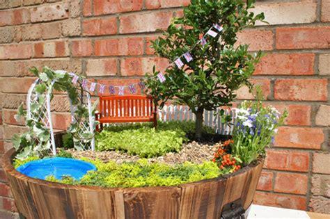 Garden Accessories Uk Diy Guide To A Miniature Garden Planitdiy