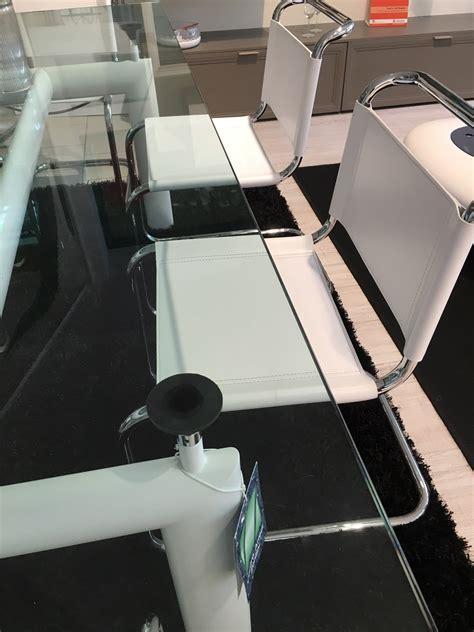 sedie per tavolo in cristallo cassina le corbusier tavolo cristallo e sedie jacobsen in