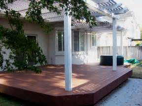 Backyard Deck Backyard Decks This Small Backyard Deck Has A Larg