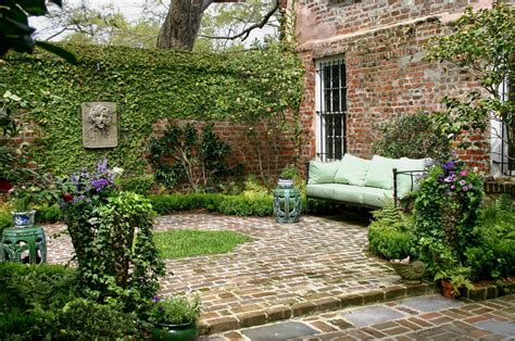 court yards historic charleston courtyard garden glengardnerla flickr
