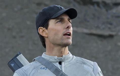 film tom cruise oblivion summer comes early with oblivion reel change