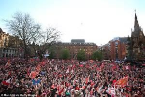 Manchester City St Jam Dinding manchester united premier league title parade fans