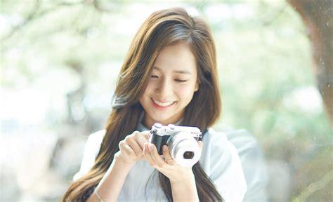 blackpink camera black pink s kim ji soo is a beautiful nikon model