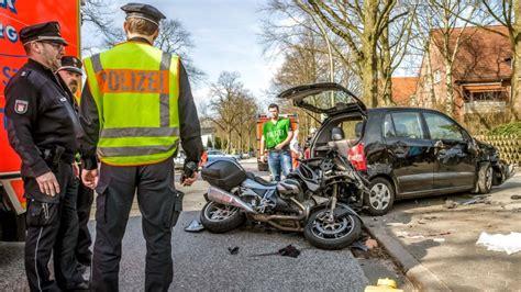 Motorradunfall Norderstedt by Zwei Verletzte Bei Erstem Schweren Motorradunfall