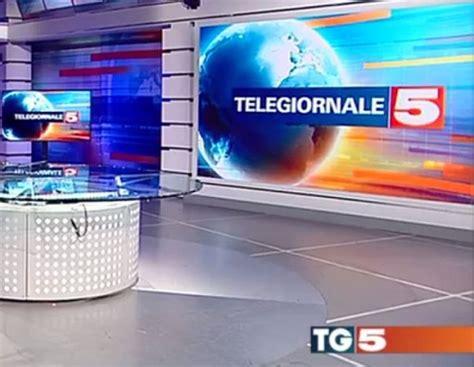 mediaset sede redazioni di tg5 e news mediaset in fibrillazione per le