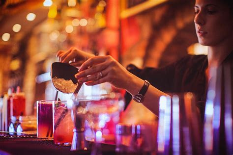 how do you to be to become a bartender