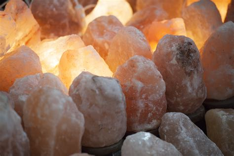what does a himalayan salt l do himalayan pink salt vs sea salt are there health benefits