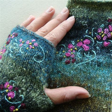 Embroidery On Knitted Mitts Fibre Arts