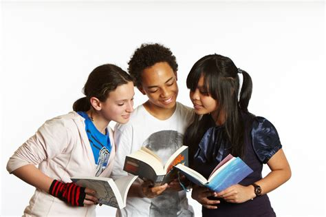 blog a snapshot of what teenagers are reading 183 readings 30 tips to get reluctant teen readers picking up more books