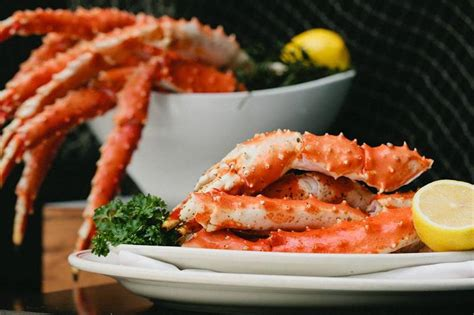 shaw s crab house shaw s celebrates 30 years with shellfies diningchicago com