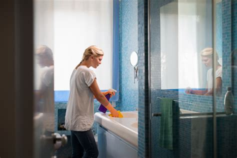 pulizia bagno pulizia bagno 7 cose che dimentichi di pulire scala