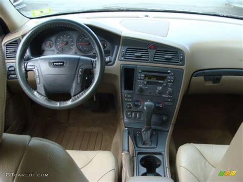 volvo   wagon dashboard  gtcarlotcom