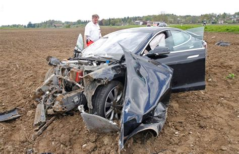 Tesla Wreck All 5 Occupants Survive Horrific Tesla Model S Crash