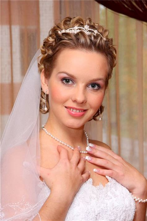 wedding hairstyles curly hair veil wedding hairstyles for short hair 2012 2013 short