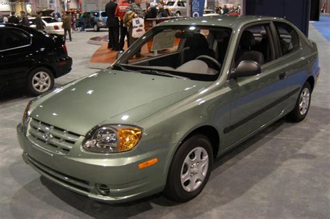2004 hyundai accent reviews 2004 hyundai accent information and photos zombiedrive