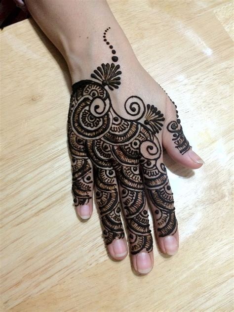 very simple bridal mehndi designs for back hands