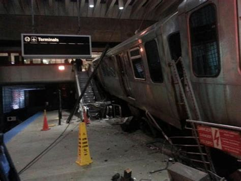 liveleakcom cta train derailment at chicago ohare blue line train crashes at o hare chicago tribune