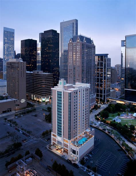 Book Embassy Suites Houston Downtown   Houston Hotel Deals
