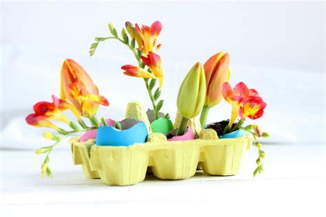 fiori per pasqua centrotavola per pasqua con uova e fiori un giorno senza